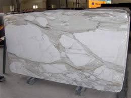 Calacatta czy Carrara – jaka jest różnica?